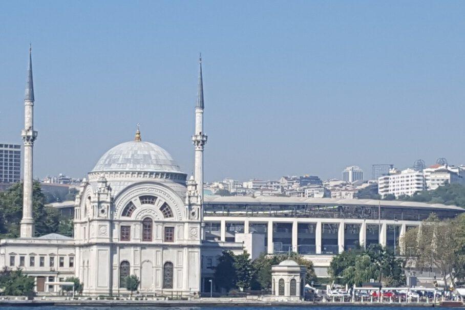 Moschee Bosporus Kreuzfahrt in Istanbul, Türkei