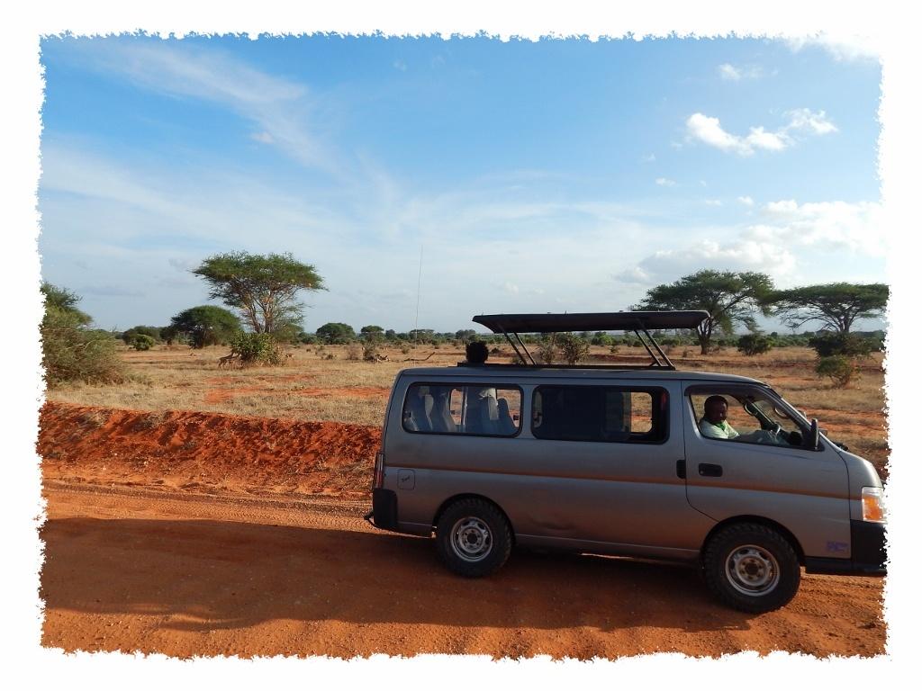 Safari Van im Tsavo East Nationalpark, Kenia
