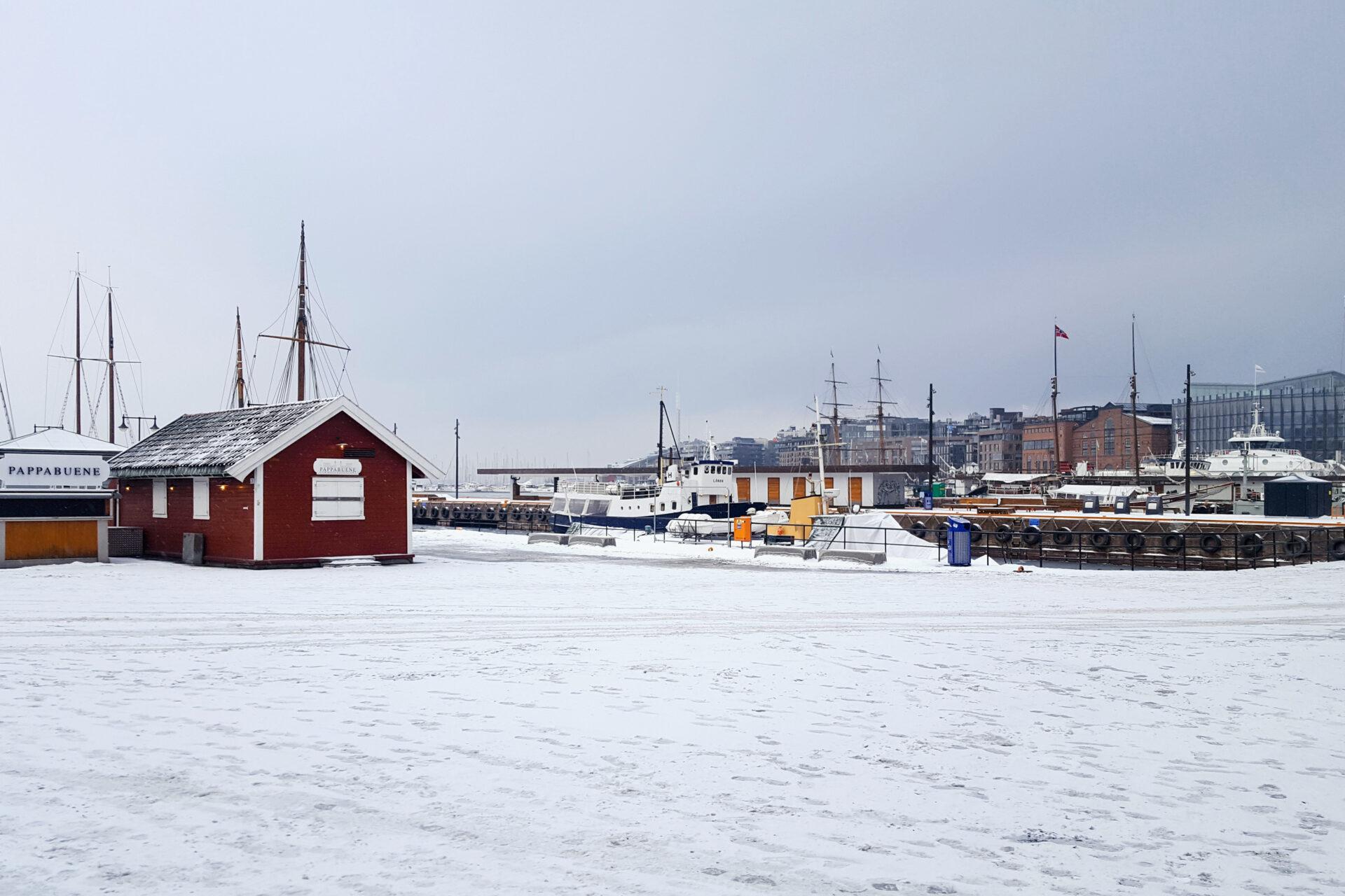 Verschneiter Hafen in Oslo, Norwegen