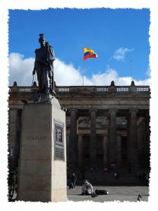 Statue von Simon Bolívar auf der Plaza Bolívar in Bogotá