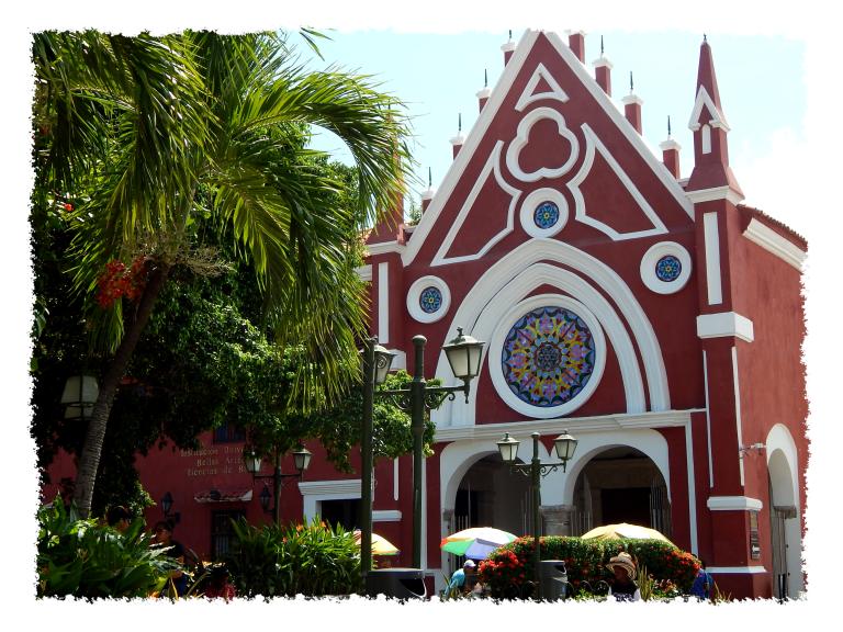 Bunte Kirche in der Altstadt von Cartagena