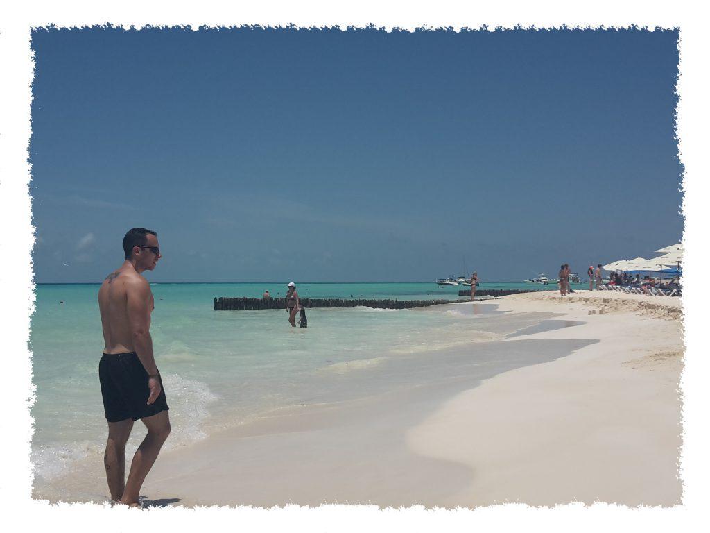 Henrik am Strand auf Isla Mujeres, Mexiko