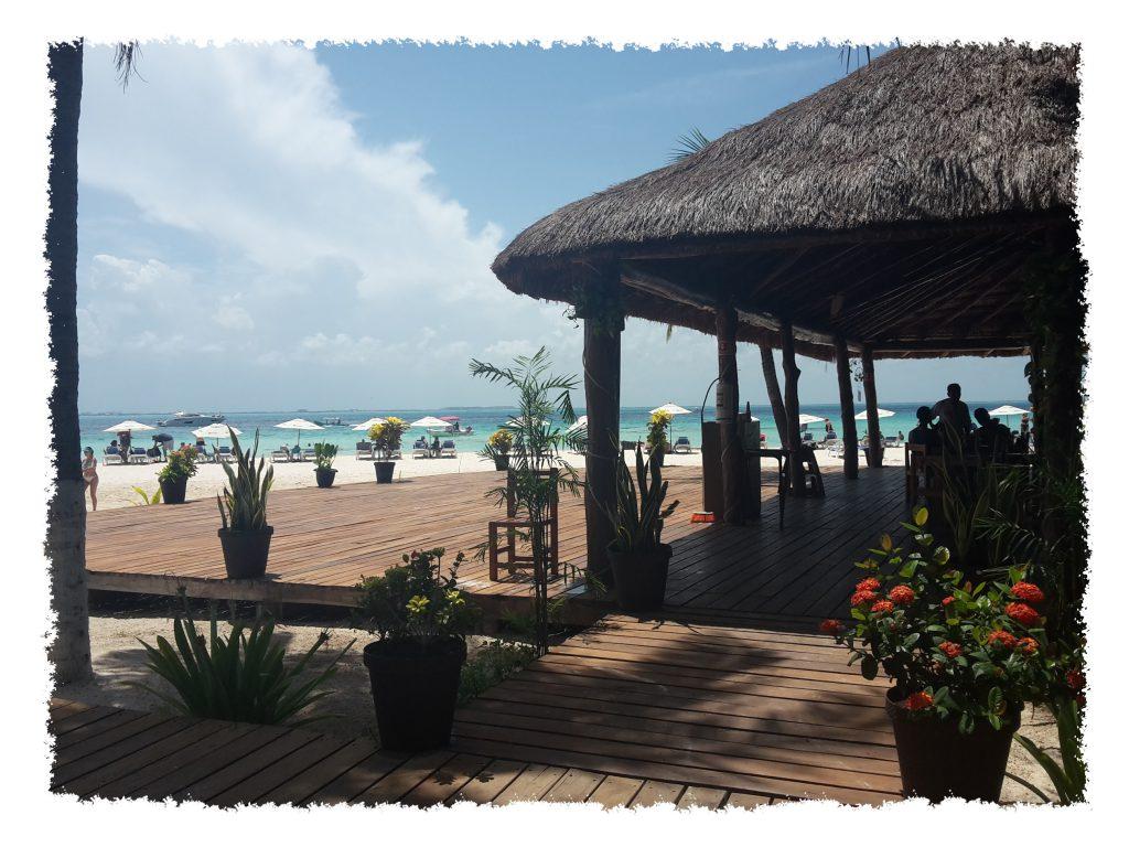 Blick von Bar auf Strand auf der Isla Mujeres, Mexiko