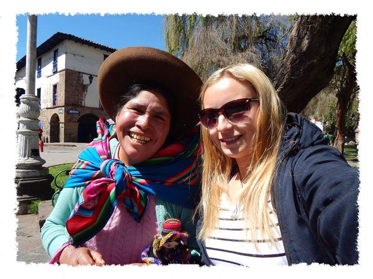 Hannah und Inka Dame in Cusco