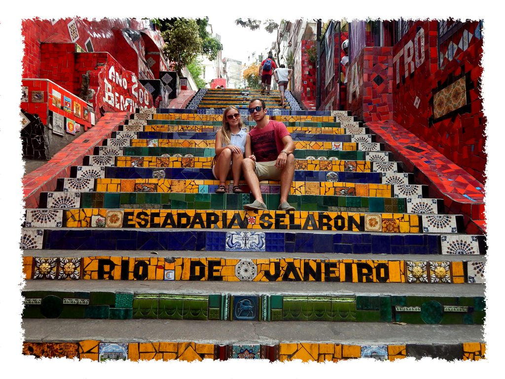 Hannah und Henrik auf der Escadaria Selarón in Rio de Janeiro