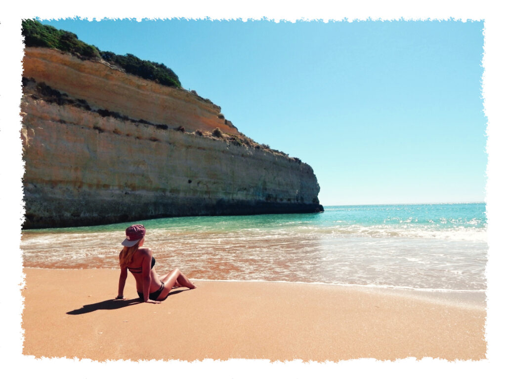 Algarve - Hannah am Strand