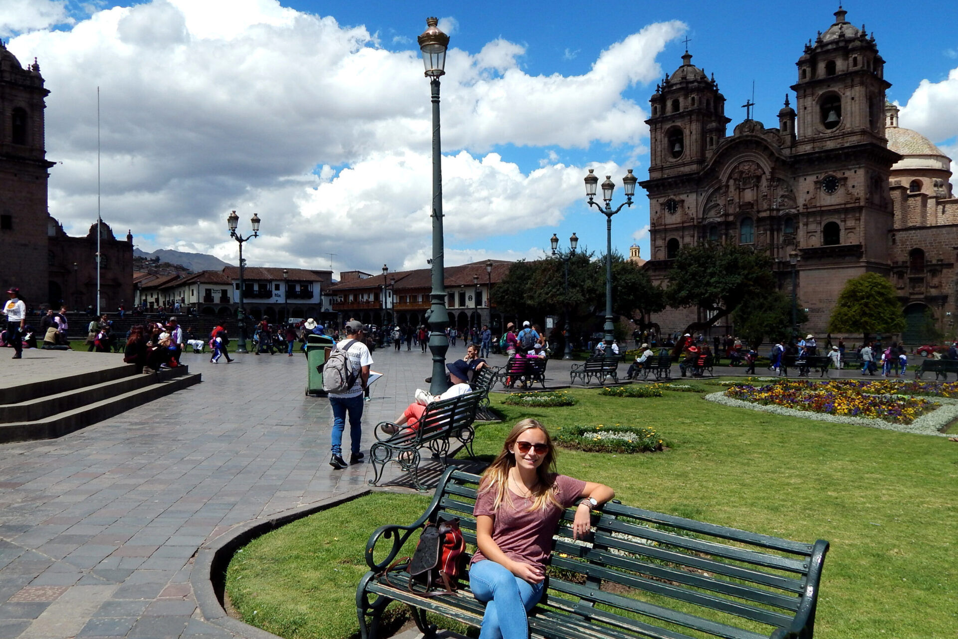 Hannah auf der Plaza de Armas in Cusco, Volunteering in Peru