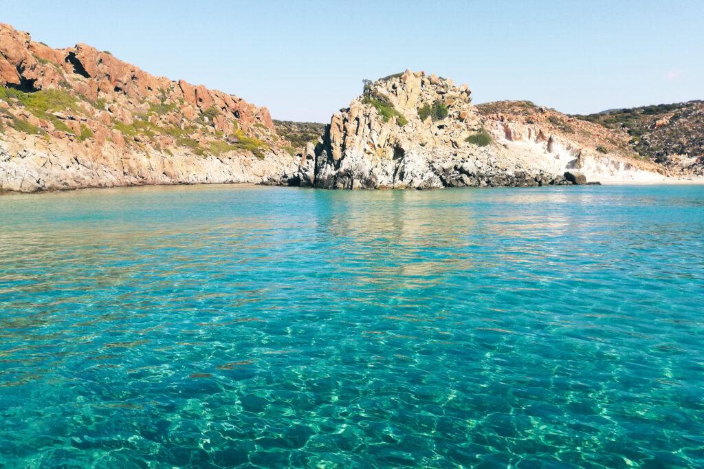 Türkisblaues Meer um die Insel Milos
