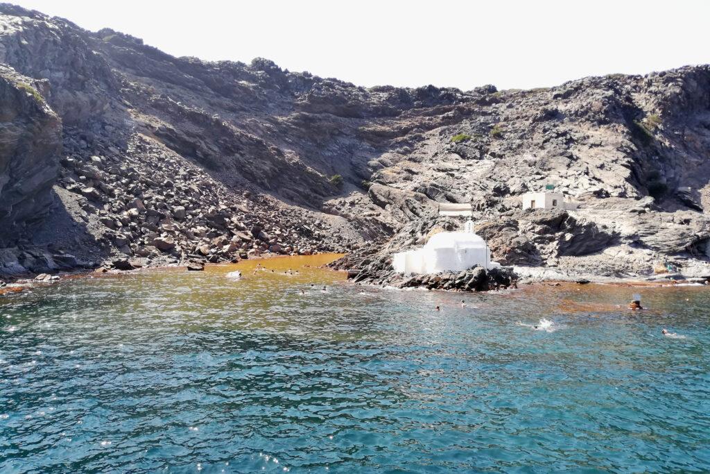 Heiße Quellen von Palea Kameni auf der Insel Santorini
