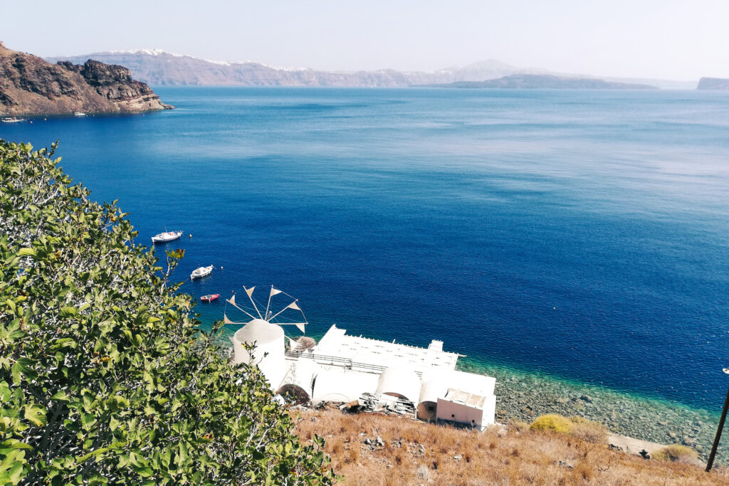 Schöne Insel Thirasia bei Insel Santorini