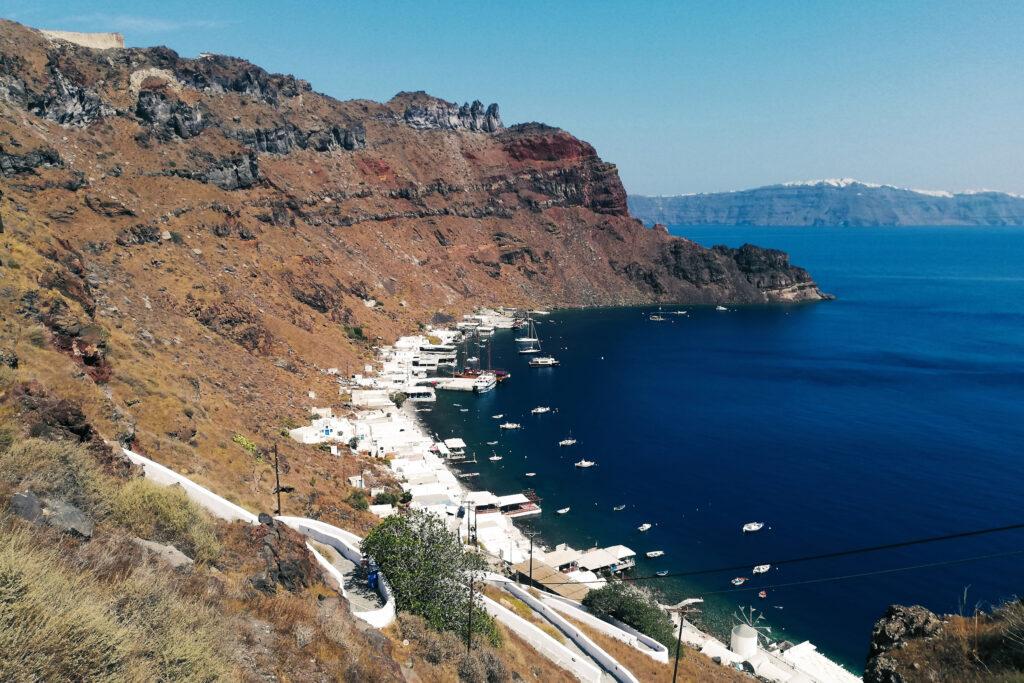 Santorini besteht aus mehreren Inseln - Hier zu sehen: Thirasia